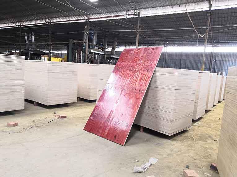 建筑模板和建筑大板