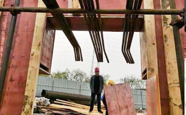 建筑模板拆除中