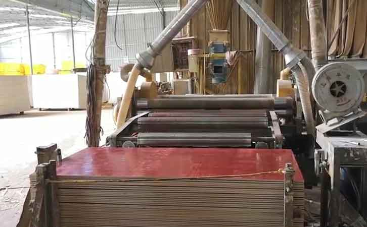建筑红板生产现场-广西建筑模板厂家